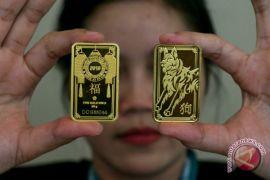 Dolar melemah tajam, harga emas terus meningkat