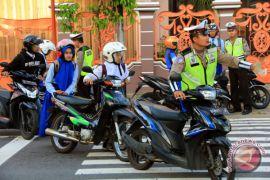 Polisi ajak pelanggar lalu-lintas minum kopi