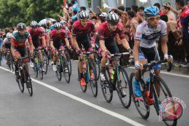 KFC Cycling Team rombak formasi di Tour de Lombok