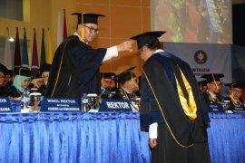 Perdana Arif Satria Wisuda 750 Mahasiswa IPB