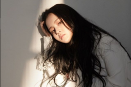 "Lee Hi menangis nyanyikan ""Breathe"" di Golden Disc Awards"