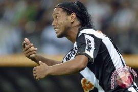 Ronaldinho akhirnya pensiun