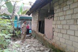 Ada kerusakan rumah akibat gempa Lebak di Sukabumi