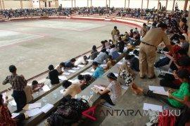 Ribuan CPNS Ambon antre ambil nomor ujian