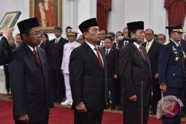 Kemarin, empat pejabat baru dilantik hingga Iqbaal bertemu Dilan asli