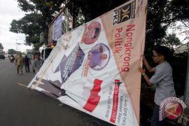 Panwaslu tertibkan puluhan atribut kampanye pasangan calon Cianjur