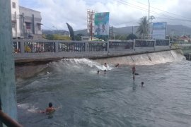 Waspadai gelombang tinggi di wilayah perbatasan Maluku