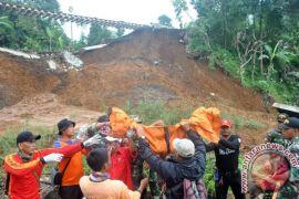 Evakuasi korban longsor Bogor kembali berlanjut