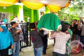 Gubernur Banten Melayat Korban Longsor Jalan Bandara