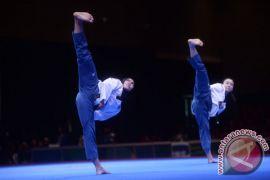Dua atlet taekwondo poomsae Indonesia latihan di Korsel