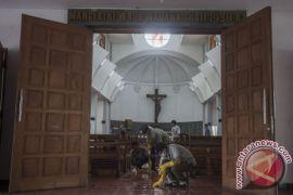 Foto warga Muslim bantu bersihkan Gereja Santa Lidwina beredar viral