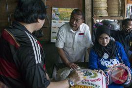 Deddy Mizwar keliling Pasar Caringin Bandung