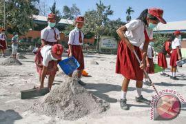 Petani Aceh Tenggara perbaiki tanaman tertutup abu Sinabung