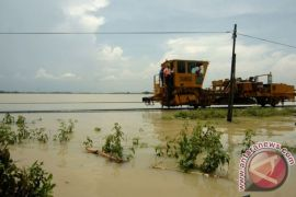 Menhub akan tinjau jalur kereta api diterjang banjir