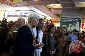 Direktur IMF belanja baju koko di Pasar Tanah Abang