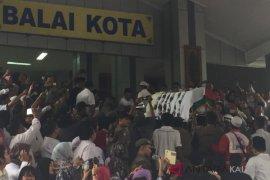 Ribuan pegawai dan warga lepas jenazah Nusyirwan