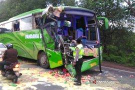 18 Tewas akibat Bus Terguling di Hong Kong