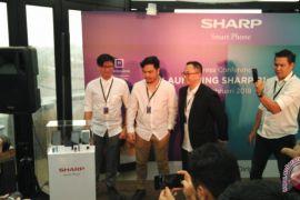 Sasar generasi milenial, Sharp luncurkan dua smartphone terbaru