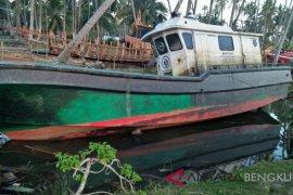 Kapal bantuan pemerintah di Mukomuko terbengkalai