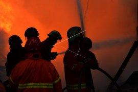 Sejumlah orang terjebak dalam kebakaran di Kemenhub