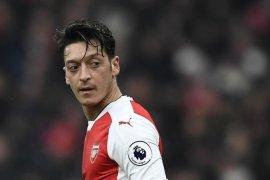 Ozil tegaskan betapa dia ingin bertahan di Arsenal