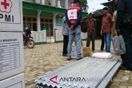 PMI menyalurkan seng untuk korban terdampak gempa