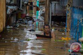 PMI Jakarta salurkan bantuan korban banjir