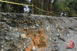 Lalu lintas jalan Aceh-Sumatera Utara lumpuh akibat longsor