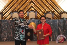 Ketua MA-Menlu tandatangani MoU tingkatkan pelayanan publik