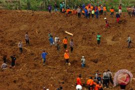 Sebanyak 11 orang meninggal akibat longsor Brebes