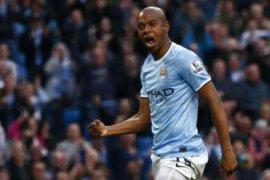 Fernandinho atasi krisis pertahanan Manchester  City di Liga Champions