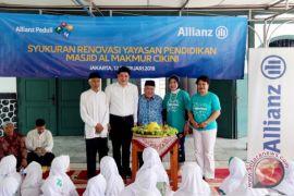 Allianz Indonesia dukung optimalisasi kegiatan belajar mengajar dengan renovasi gedung sekolah