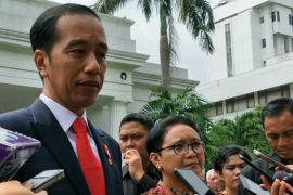 Jokowi minta dubes tak cari-cari bantuan