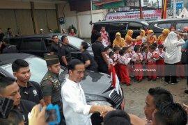 Jokowi Disambut Antusias Warga Sumbar (Video)