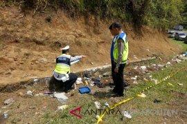 Minibus tabrak truk fuso tewaskan enam orang di Tol Cipali