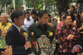 Mitsubishi Motors serahkan 10 kendaraan listrik untuk Indonesia