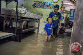 Kemarin, banjir longsor hingga KLB campak di Asmat berakhir