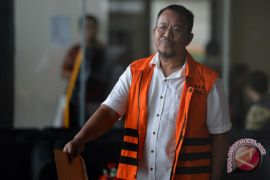 KPK perpanjang penahanan tersangka suap RAPBD Jambi