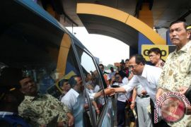 Menhub optimistis kurangi 40 persen kemacetan Jakarta-Cikampek