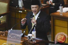 Ketua DPR: THR dan gaji harus diimbangi kinerja