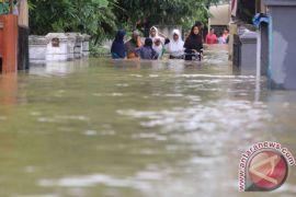 Ribuan rumah di Cirebon masih terendam banjir