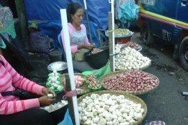 Harga bawang putih di Piru melonjak