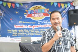 Penjabat Wali Kota Bekasi Ruddy Gandkusumah pamitan kepada warga