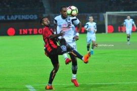 Persipura Tahan Imbang Madura United 0-0 (Video)