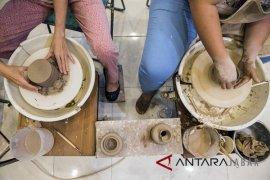 Belajar Seni Keramik