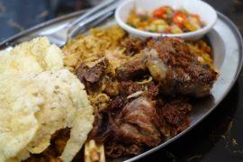 Melahap nasi goreng gulai Dabba dengan sentuhan Indonesia