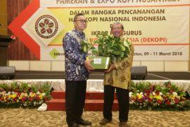 Zulkifli ditetapkan sebagai Bapak Pencinta Kopi Indonesia