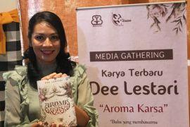 "Dewi Lestari tertarik bikin parfum khusus ""Aroma Karsa""?"