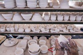 Industri Keramik Tanah Liat