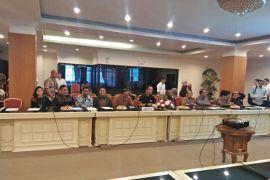 Komisi I DPR-RI rapat Palapa Ring di Manado Page 1 Small
